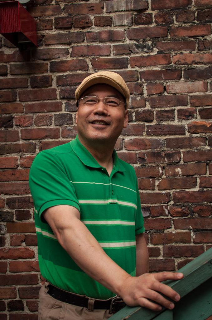 Frank Gao at home
