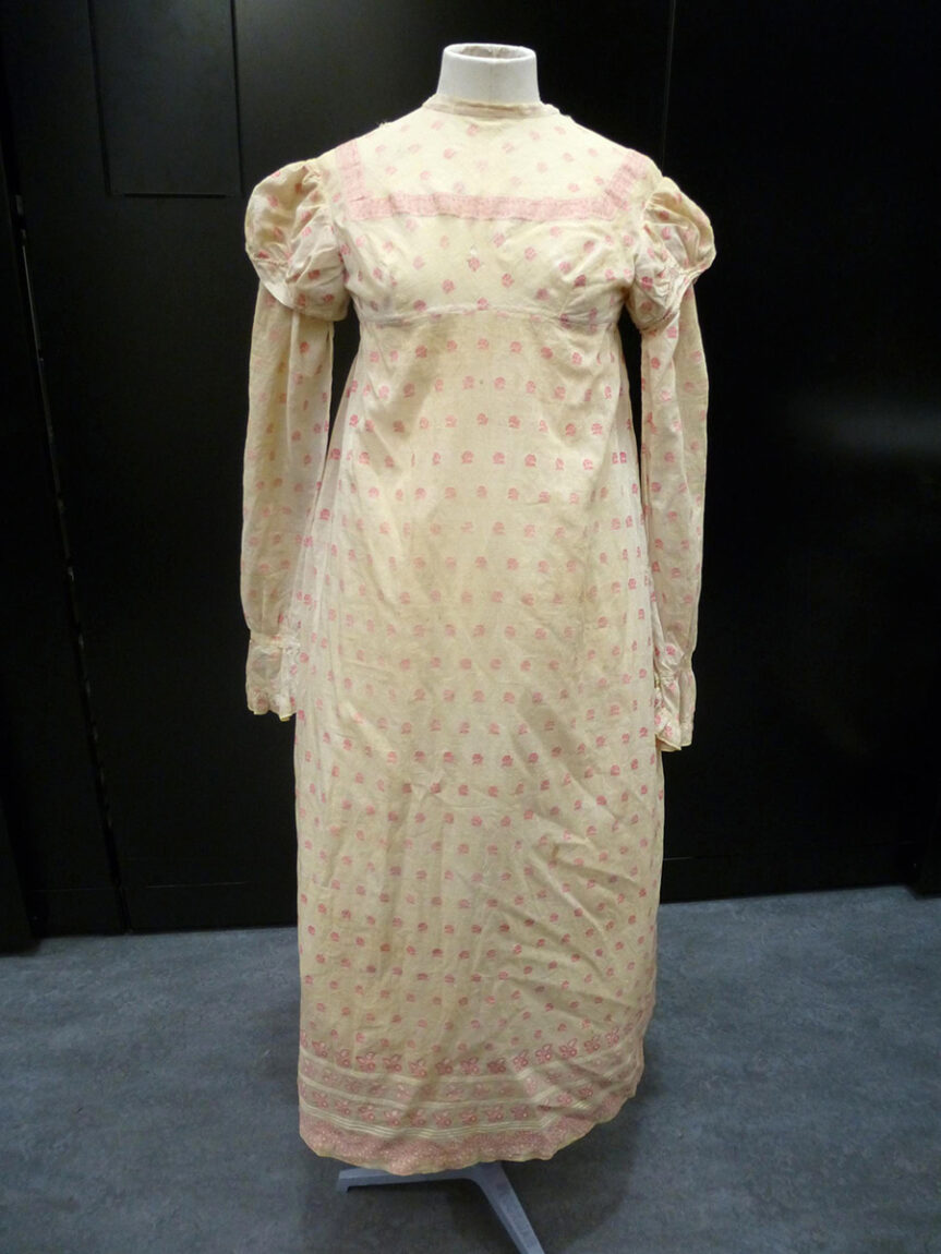 Cotton day dress with pink floral sprigs, England; 1812.